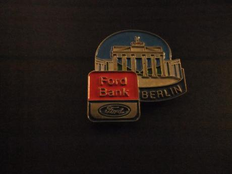 Ford Bank Ford Credit autofinanciering ( Brandenburger Tor )vroeger was hier de grens tussen oost en west Berlijn